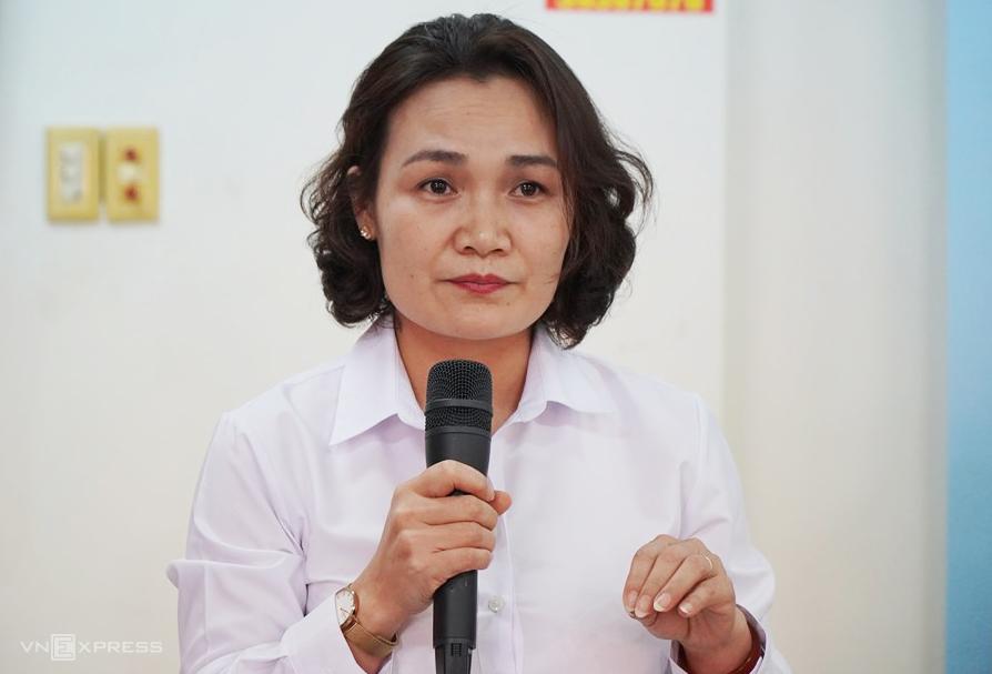 Bà Lê Hồng Hạnh, Thẩm phán chủ tọa phiên tòa phúc thẩm trả lời câu hỏi báo chí hôm 30/5, một ngày sau khi bị cáo Phước tự tử ở tòa. Ảnh:Phước Tuấn.