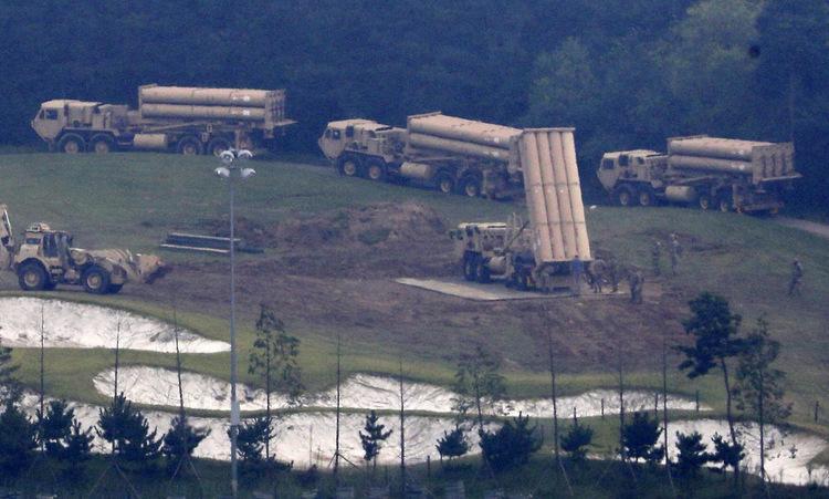 Xe phóng đạn tổ hợp THAAD triển khai đến Seongju hồi nă m2017. Ảnh: AP.