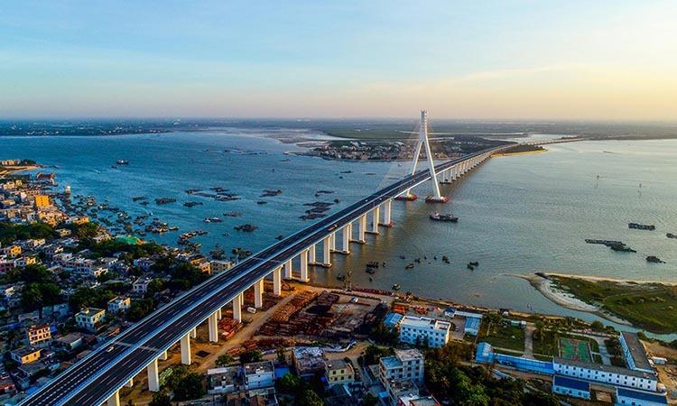 Cầu Haiwen ở tại thành phố Hải Khẩu, phía nam tỉnh Hải Nam, Trung Quốc hôm 6/5. Ảnh: Reuters.