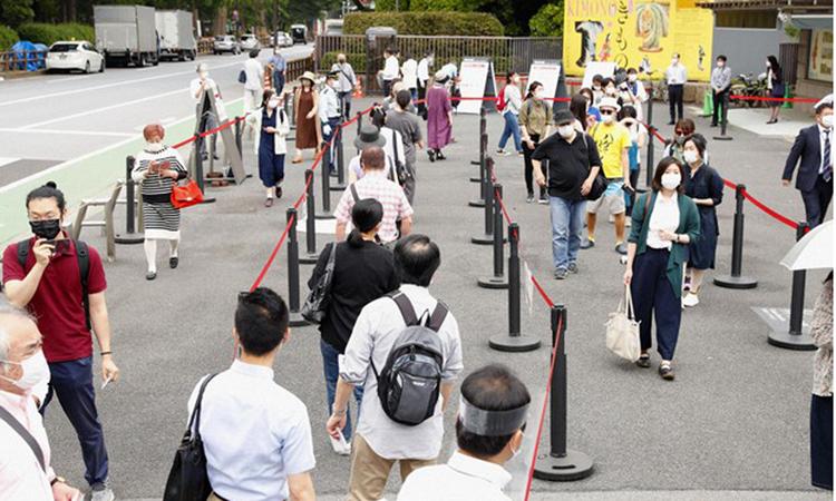 Người dân xếp hàng chờ vào tham quan Bảo tàng Quốc gia Tokyo, hôm 2/6. Ảnh:Kyodo.