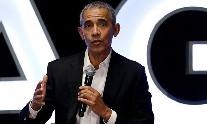 Cựu tổng thống Mỹ Barack Obama phát biểu tại một sự kiện ở Chicago, Mỹ, hôm 15/2. Ảnh:AP.