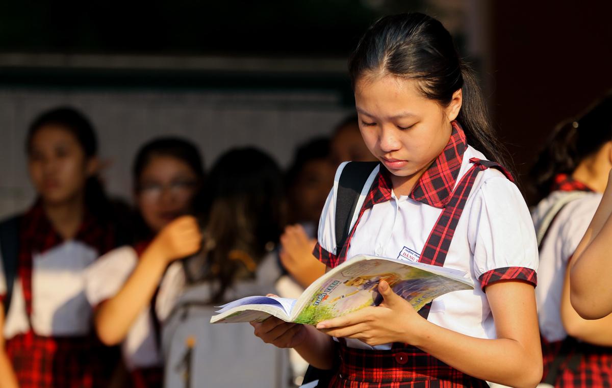 Thí sinh dự kỳ tuyển sinh lớp 10 THPT công lập năm 2019 tại TP HCM. Ảnh: Quỳnh Trần.