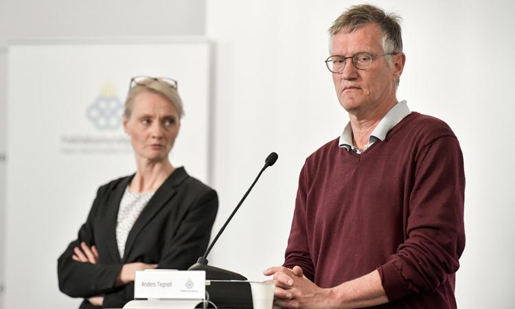 Nhà dịch tễ họcAnders Tegnell (phải) trong cuộc họp báo tại Stockholm, hồi tháng 5. Ảnh: AP.