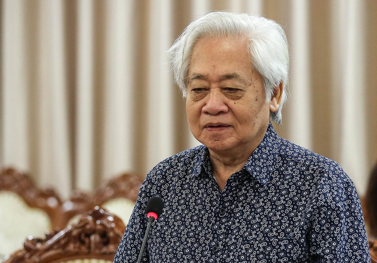 GS Phạm Tất Dong đánh giá cao việc dạy và học trực tuyến trong thời gian học sinh nghỉ học. Ảnh: MOET.