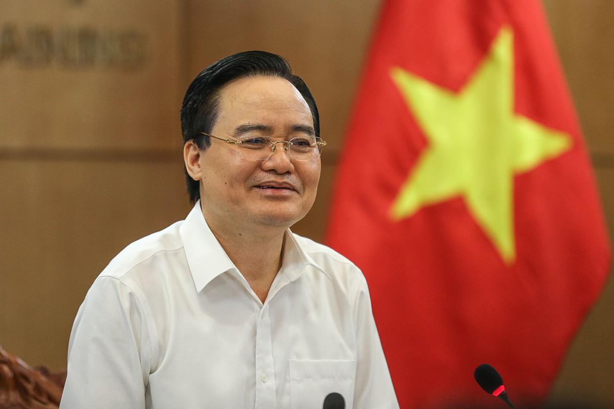 Bộ trưởng Phùng Xuân Nhạ phát biểu tại hội nghị chiều 3/6. Ảnh: MOET.