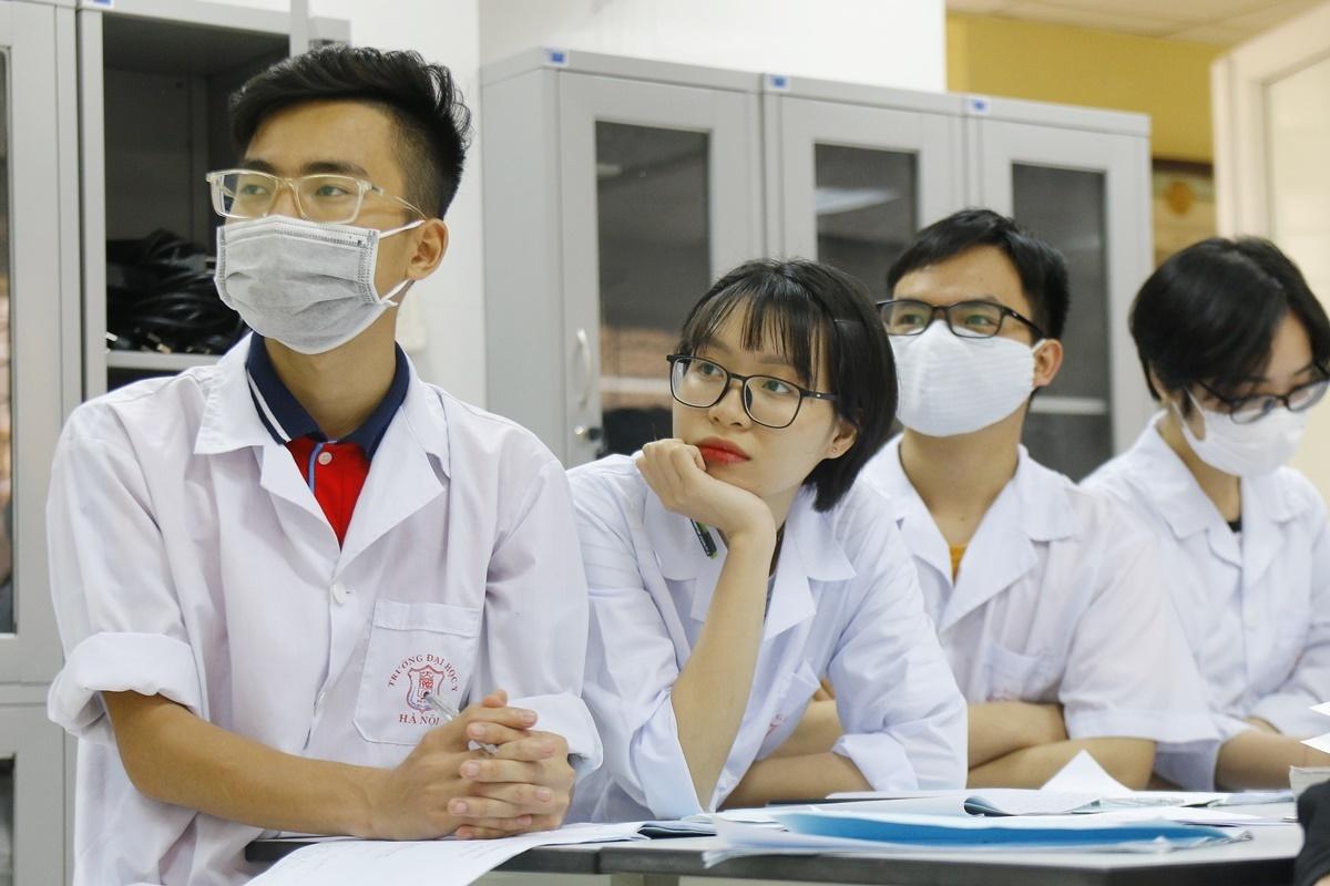 Sinh viên Đại học Y Hà Nội trong buổi học chiều 10/3.Ảnh:Thanh Hằng