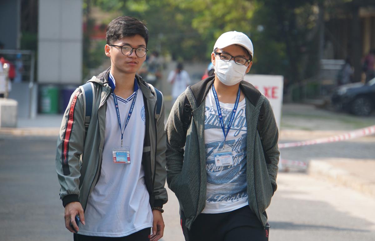 Sinh viên Đại học Y dược TP HCM tại cơ sở chính ở quận 5. Ảnh: Mạnh Tùng.