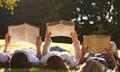 Áp lực cơm áo gạo tiền không đùa với người thích đọc sách