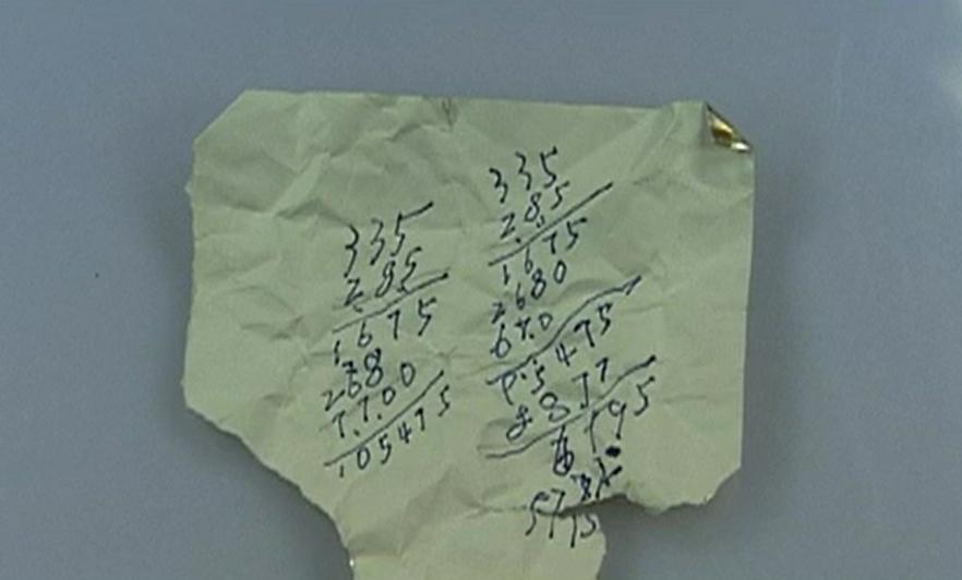 Bút tích của người viết mảnh giấy. Ảnh: CCTV.