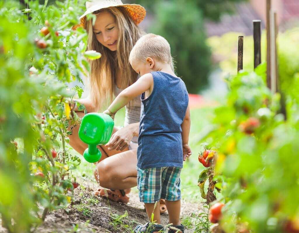 Cha mẹ có thể cùng con khám phá tự nhiên ngay trong căn nhà của mình. Ảnh:lovingparents
