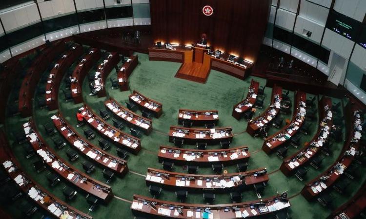 Phòng họp Hội đồng Lập pháp Hong Kong trước cuộc bỏ phiếu ngày 4/6. Ảnh: Reuters.