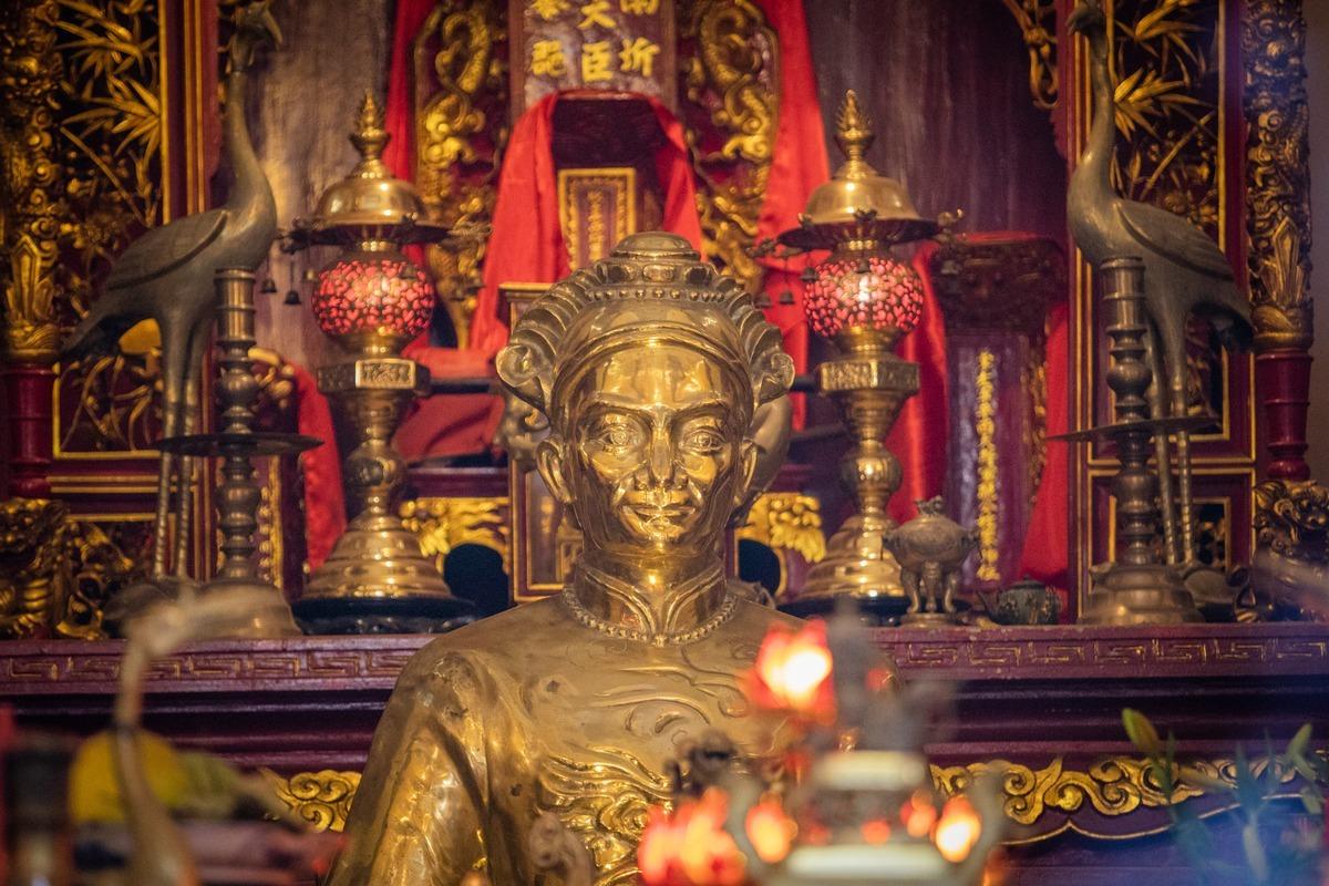 Bàn thờ Tả quân Lê Văn Duyệt trong khu Lăng Ông (quận Bình Thạnh). Ảnh: Thành Nguyễn.