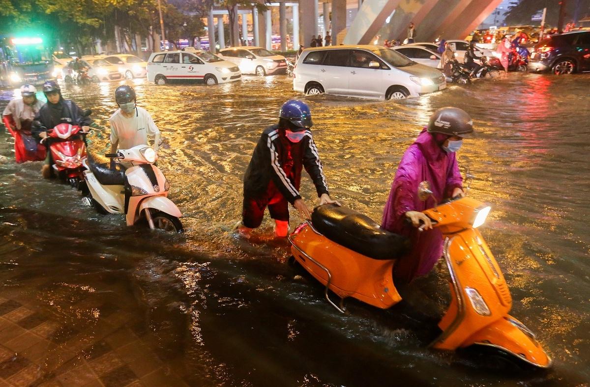 Chống ngập trên đường Nguyễn Hữu Cảnh (quận Bình Thạnh) được sử dụng để đưa ra đơn giá. Ảnh: Quỳnh Trần.