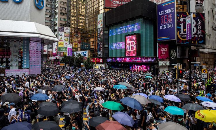 Người Hong Kong biểu tình phản đối dự luật an ninh hôm 24/5. Ảnh: AFP.