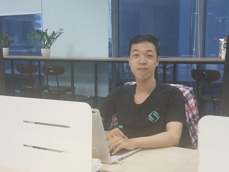 Nhờ khóa học tại FUNiX, Nguyễn Văn Huấn - một người trẻ quan tâm và muốn tìm hiểu Blockchain đã tìm được lối đi cho mình.