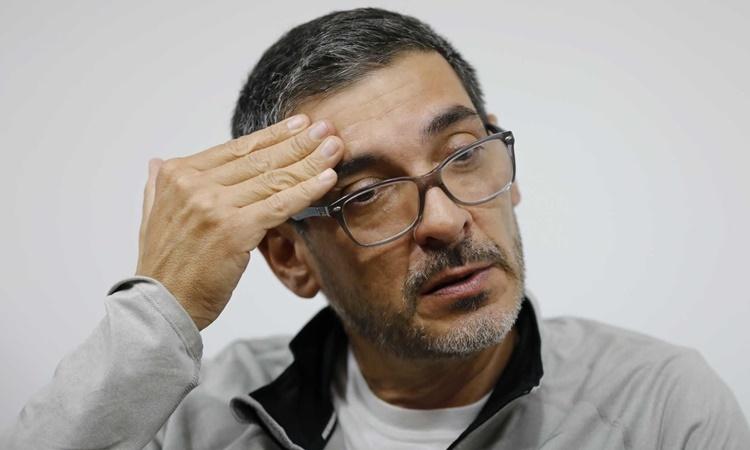 Carlos Villamizar, phó chủ tịch phụ trách chiến lược của DirecTV. Ảnh: AP.