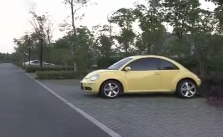 Chiếc Beetle màu vàng của sếp Ngô. Ảnh: CCTV.