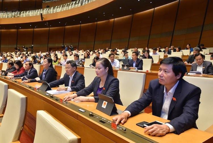Các vị đại biểu Quốc hội tại họp tập trung tại hội trường Diên Hồng, kỳ họp thứ 8, Quốc hội khoá XIV. Ảnh: Ngọc Thắng