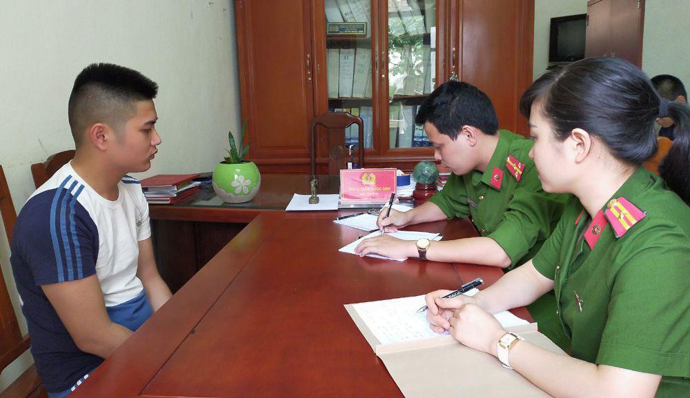 Nguyễn Đình Huy tại cơ quan điều tra. Ảnh: Lam Sơn.