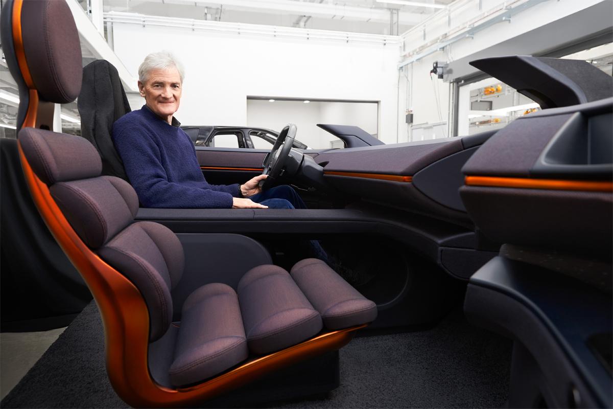 Ghế xe không có bệ tì tay, thay vào đó là thiết kế hỗ trợ tối đa phần thắt lưng. Ảnh: Autocar