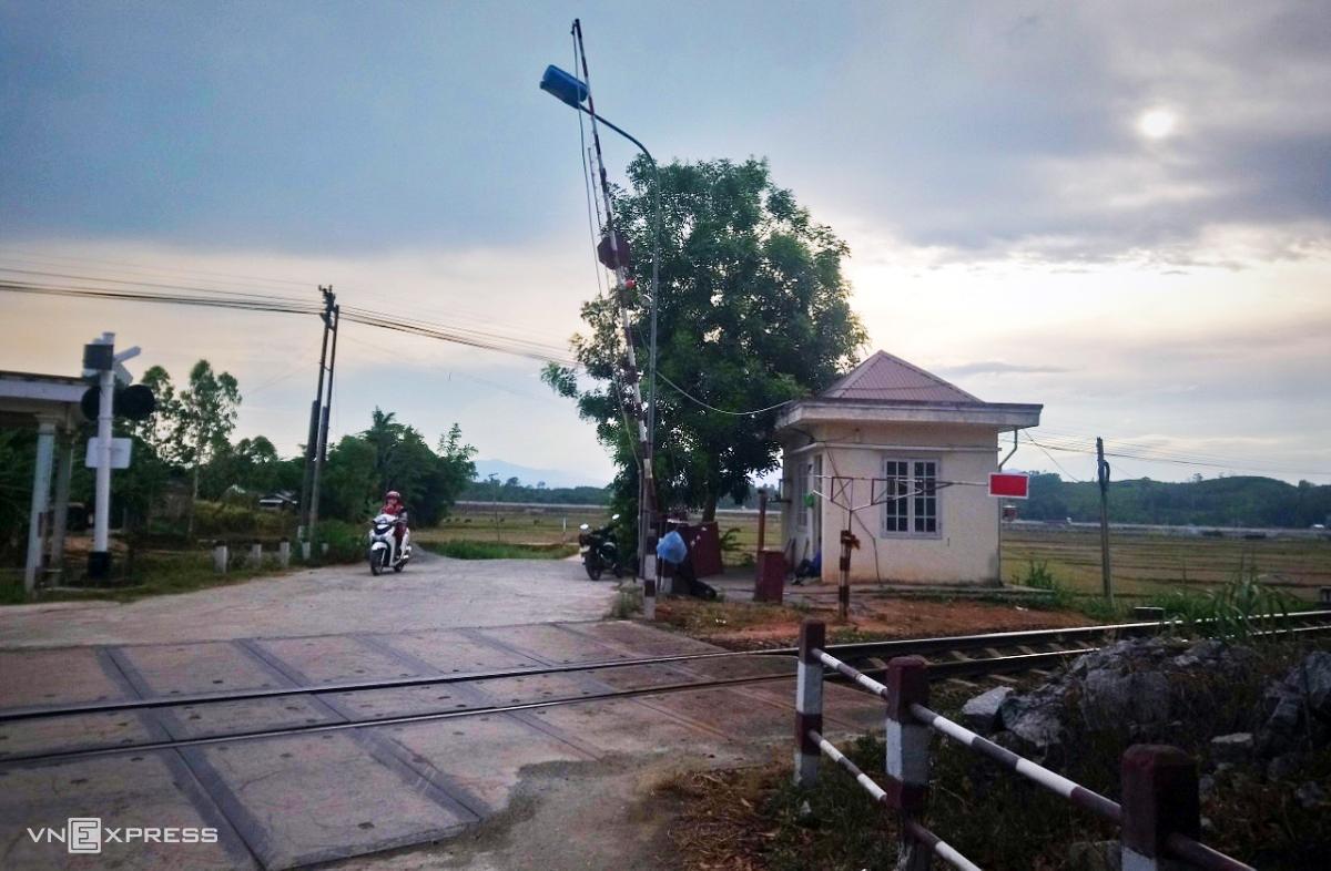 Trạm đường sắt ở xã Bình Nguyên, huyện Bình Sơn, nơi Triệu Quân Sự cướp điện thoại trên đường vượt ngục lần 2. Ảnh: Phạm Linh.