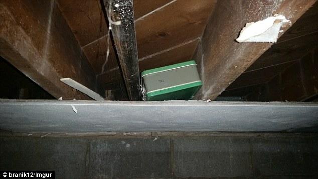 Vợ chồng phát hiện vali tiềnnhờ dọn tầng hầm