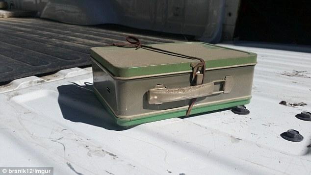 Vợ chồng phát hiện vali tiềnnhờ dọn tầng hầm - 2