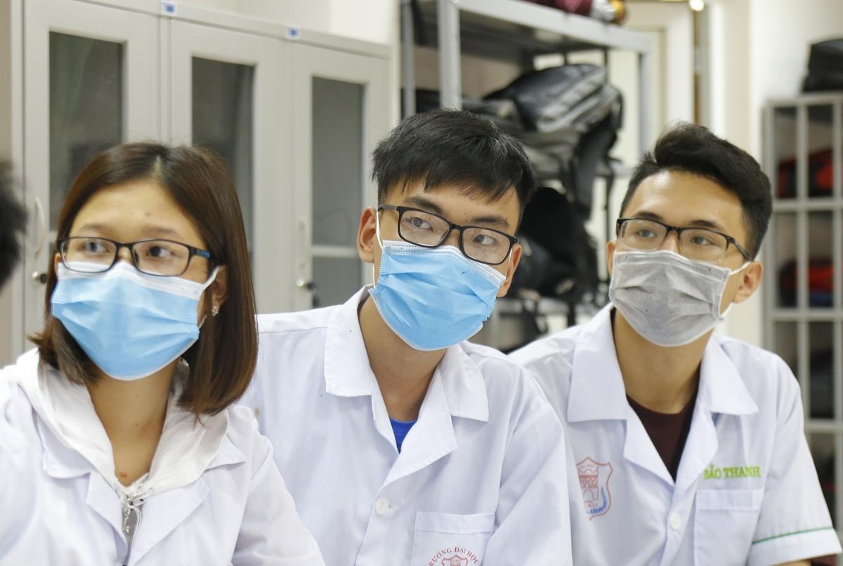 Sinh viên Đại học Y Hà Nội trong một buổi học đầu tháng 3. Ảnh: Thanh Hằng