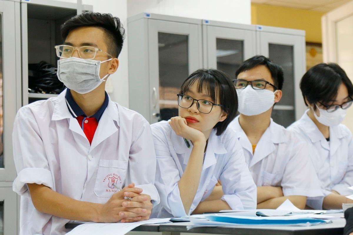 Sinh viên Đại học Y Dược Hà Nội trong buổi học hồi tháng 3. Ảnh: Thanh Hằng.