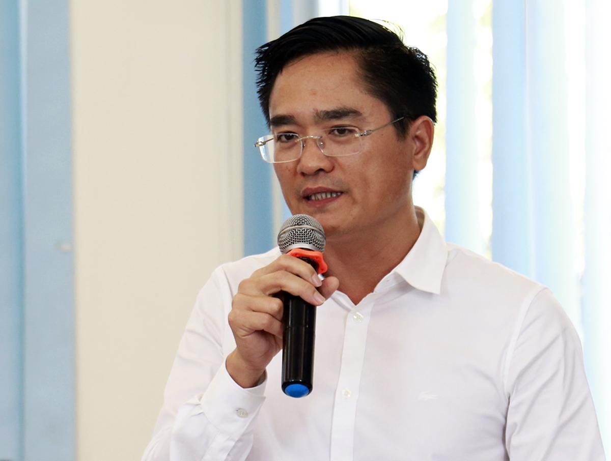 Giám đốc Sở Giao thông Vận tải TP HCM Trần Quang Lâm báo cáo tại cuộc họp sáng nay. Ảnh: Hữu Công