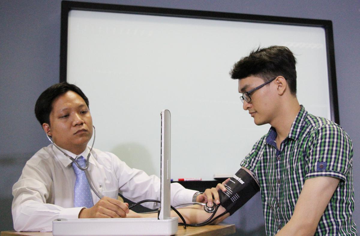 Một tiết học thực hành tại Đại học Y dược TP HCM. Ảnh: Mạnh Tùng.