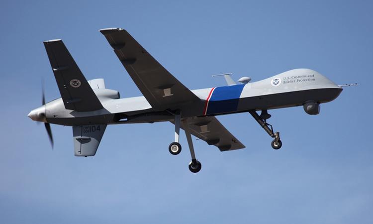 Chiếc Reaper mã hiệu CBP-104 trong một nhiệm vụ tuần tra biên giới Mỹ - Canada. Ảnh: AP.