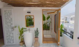 Cải tạo sân thượng thành phòng tắm lộ thiên