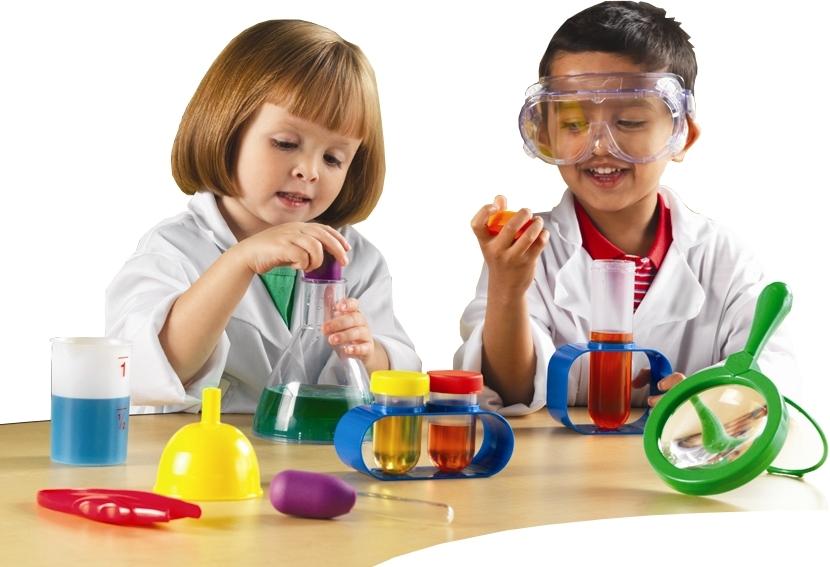 Với phòng thí nghiệm ảo, cha mẹ chỉ cần sắp xếp không gianđủ để xếp một chiếc bàn có khoảng cách hợp lý với thiết bị thông minh.