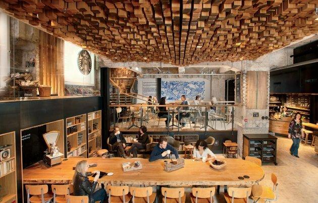 Không gian một cửa hiệu Starbucks tại Amsterdam.