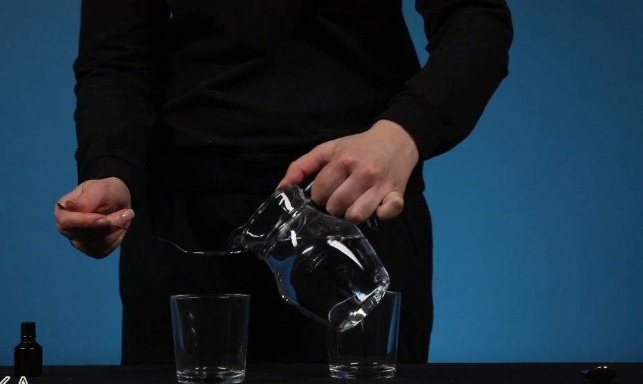 Một cảnh trong thí nghiệm Hóa chất đen.