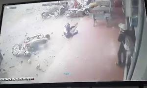 Hiện trường xe tải lao vào chợ làm 5 người chết