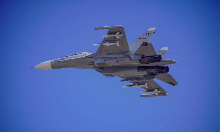 Tiêm kích Su-30 của hải quân Trung Quốc trong đợt diễn tập hồi tháng 2. Ảnh: PLA.