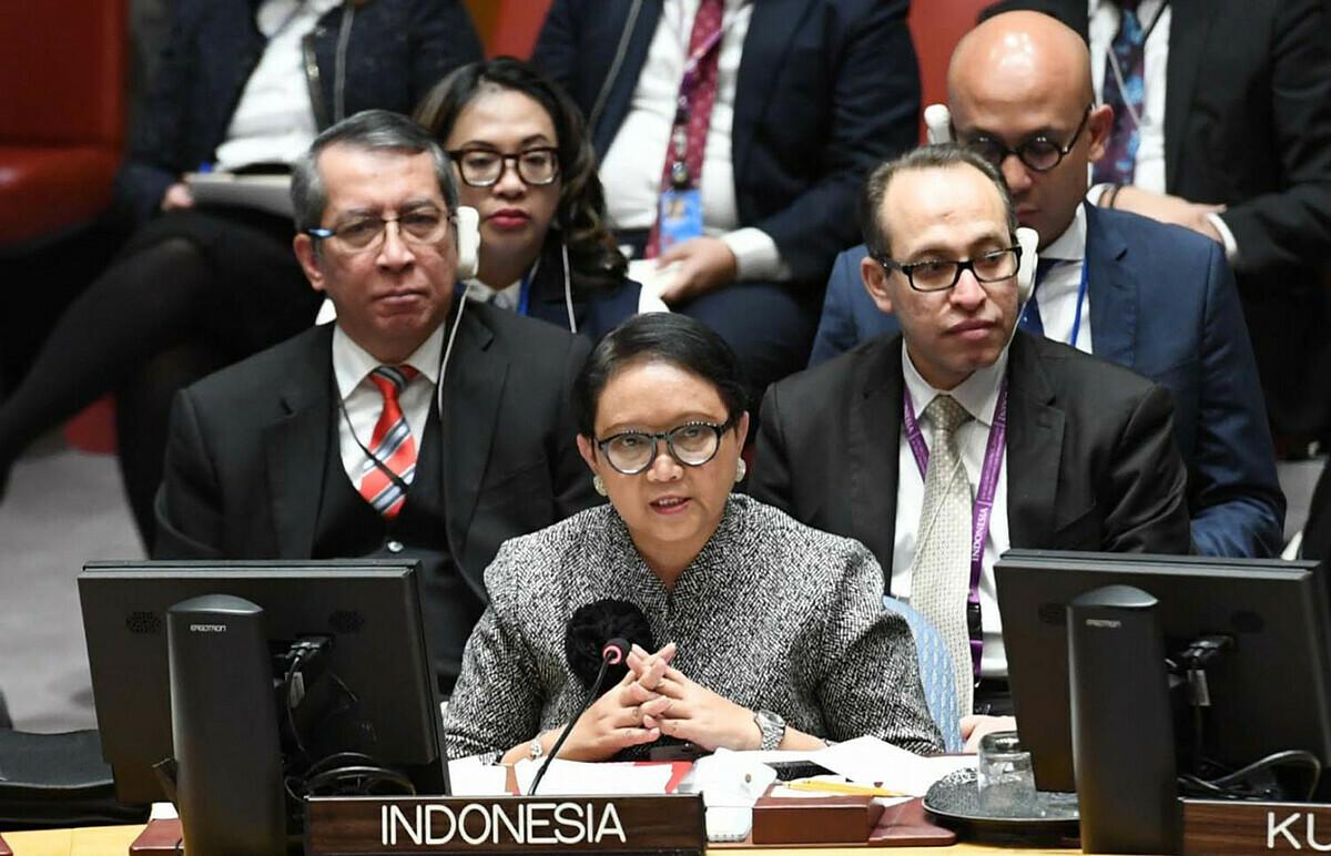 Ngoại trưởng Indonesia Retno Marsudi (giữa) tham dự một phiên tranh luận tại Hội đồng Bảo an Liên Hợp Quốc hồi tháng 1/2019. Ảnh: BNG Indonesia.