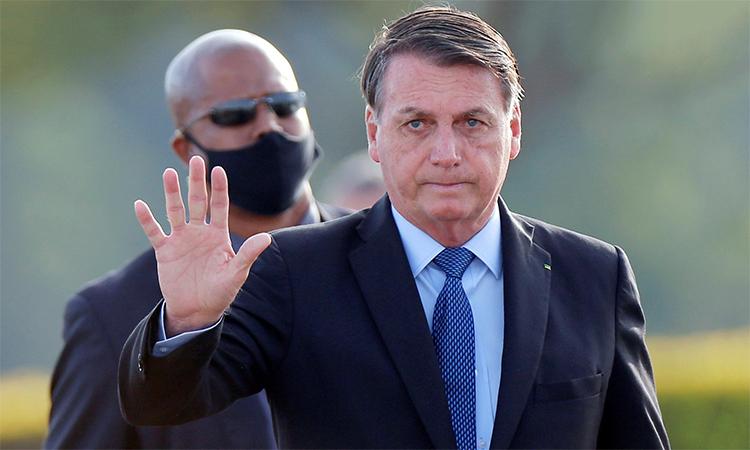 Tổng thống Brazil Jair Bolsonaro trong lễ thượng cờ tại Điện Alvorada, ngày 9/6. Ảnh: Reuters.