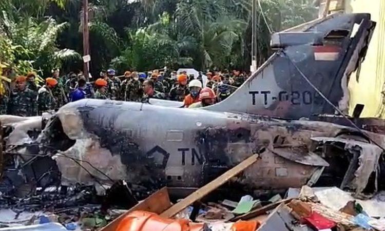 Hiện trường vụ tai nạn máy bay Hawk 209 hôm 15/6. Ảnh: Kompas.
