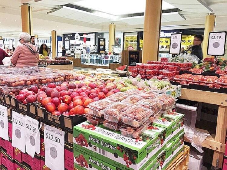Một quầy trái cây của Nafoods Group tại siêu thị nước ngoài.