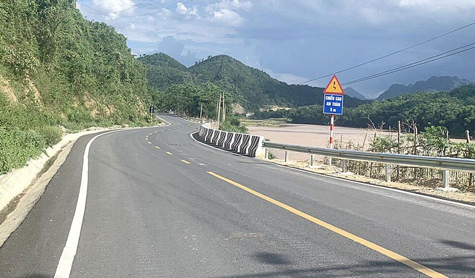 Sau khi mở rộng, quốc lộ 217 đạt tiêu chuẩn đường miền núi cấp 3. Ảnh: VGP.