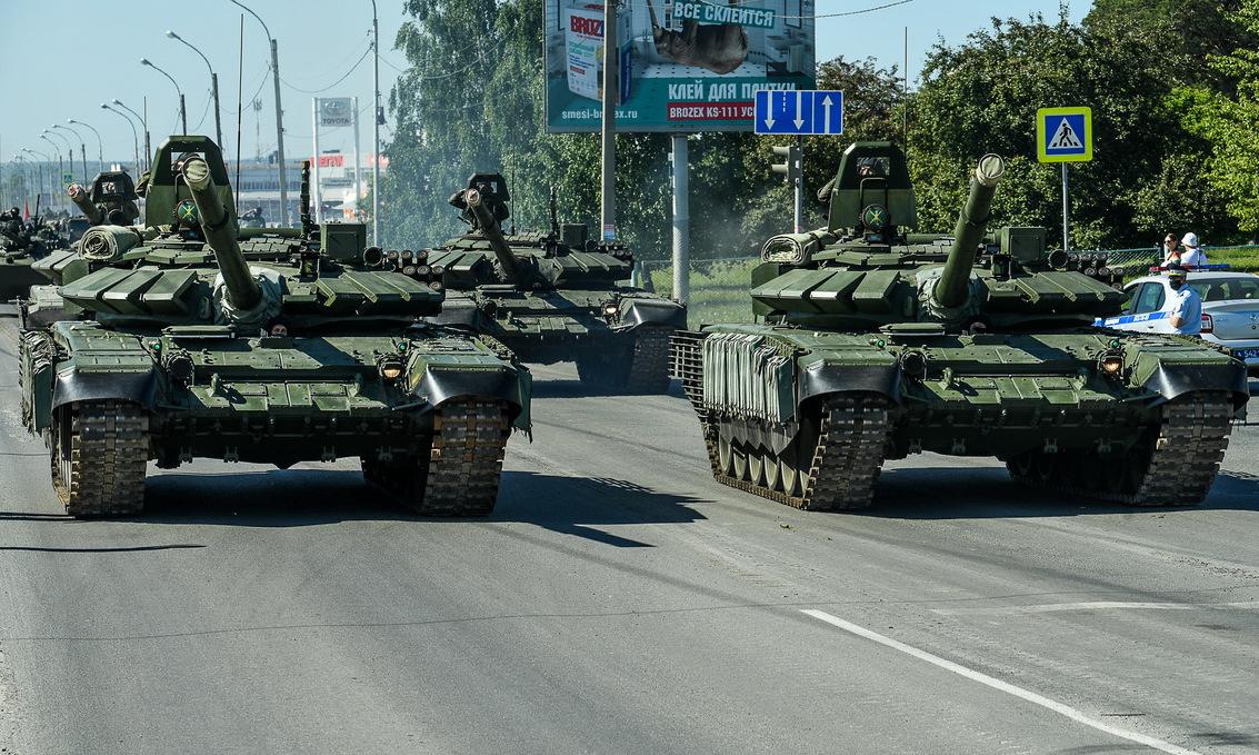Đoàn xe thiết giáp tập duyệt binh ở thành phố Yekaterinburg hôm 8/6. Ảnh: Bộ Quốc phòng Nga.