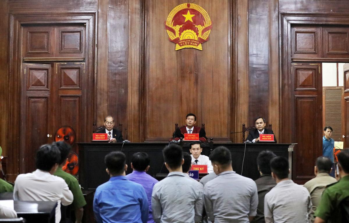 Phúc XO sau phiên khai mạc tòa hôm qua. Ảnh: Quỳnh Trần.