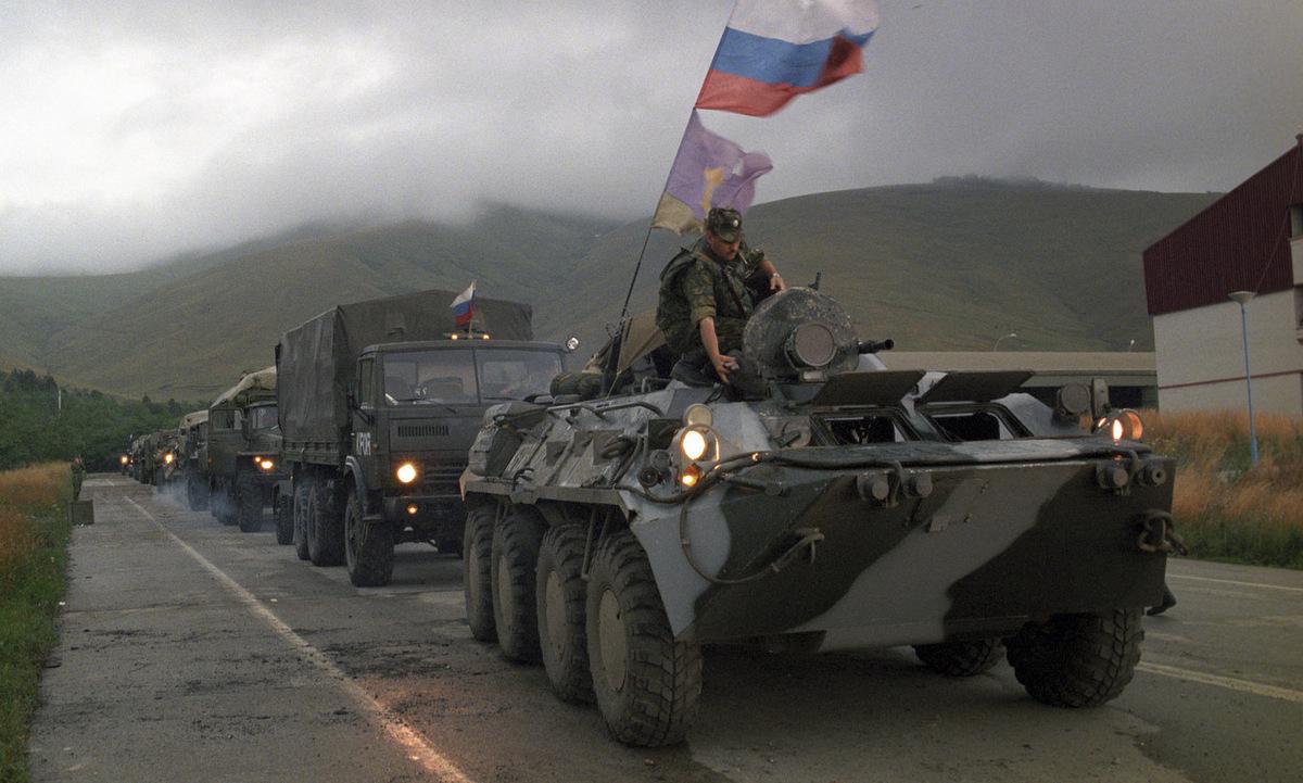 Lính Nga triển khai ở Kosovo năm 1999. Ảnh: Sputnik.