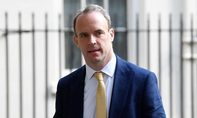 Ngoại trưởng AnhDominic Raab tại phố Downing, London, hôm 11/5. Ảnh: Reuters.
