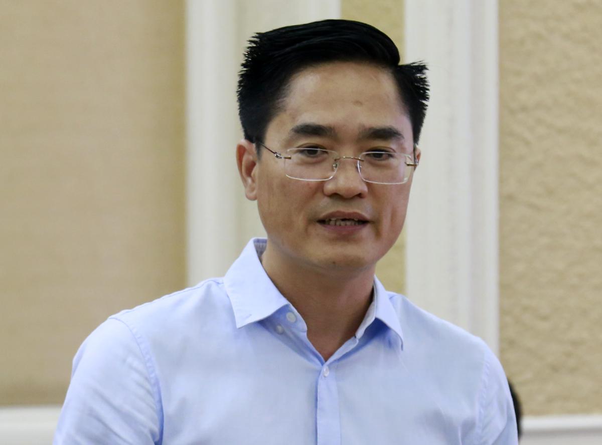 Giám đốc Sở Giao thông Vận tải TP HCM Trần Quang Lâmbáo cáo HĐND TP HCM về tiến độ và hiệu quả các dự án giao thông, ngày 17/6. Ảnh: Hữu Công.