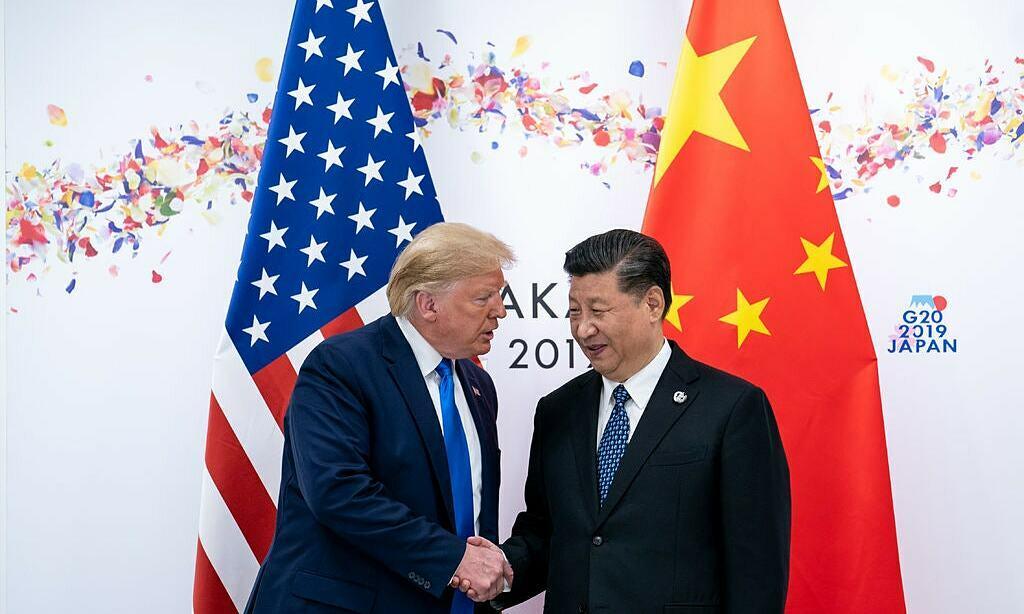 Chủ tịch Tập Cận Bình (phải) và Tổng thống Donald Trump tại hội nghị G20 tại Osaka, Nhật Bản, năm 2019. Ảnh:NYTimes.