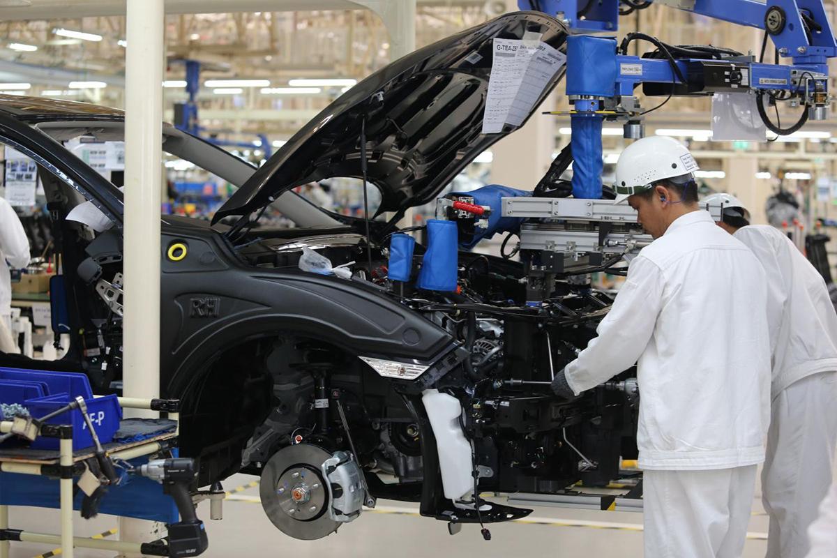 Công nhân sản xuất ôtô tại một nhà máy ở Thái Lan. Ảnh: Bangkok Post